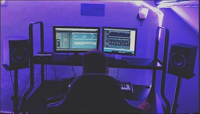 sound-designer-skifonix-sounds-in-studio